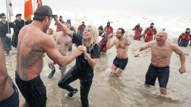 Lady Gaga, Vince Vaughn take charity polar plunge in Chicago | http://t.co/760SShsBUz- Hot... http://t.co/ajCnshiXdD http://t.co/xfwVaY9UUj