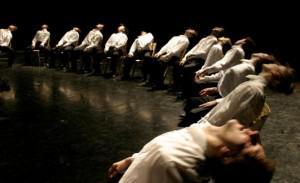 愛知県芸術劇場のDMで10月にバットシェバ舞踊団の来日情報解禁! 作品は『DECA DANCE デカダンス』。オハッド・ナハリンの10周年(DECA)記念作品。昨年のスペイン国立「マイナス16」に感動した人は覚えのあるシーンもあるよ http://t.co/36Q74tMZRa