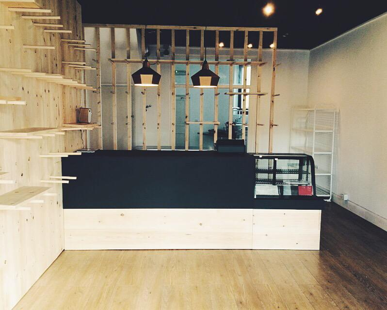 RT @Oct26Bakery: The place is looking awesome today! @BuildEverything has done an amazing job with the counter too!! http://t.co/jUXWpSJJUU
