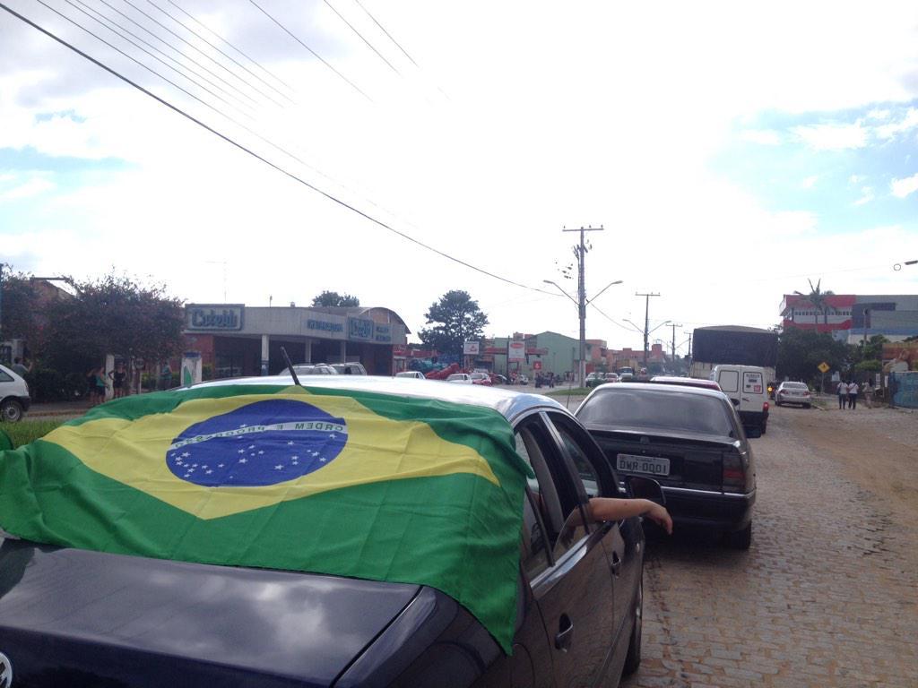 Tudo parado no centro de Camaquã em ato em apoio aos caminhoneiros http://t.co/tTcFAP9ZUl