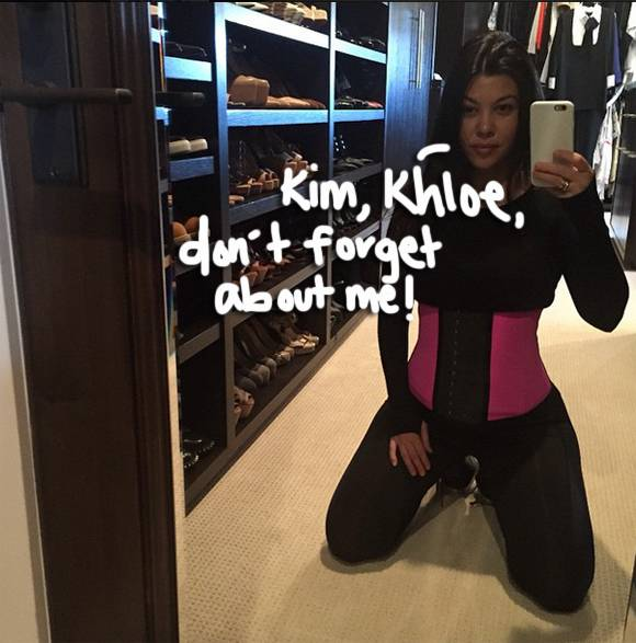 .@KourtneyKardashian shows off her tiny waist before getting her workout on! http://t.co/JxOdVF1JV3 http://t.co/HygN5nMmAp