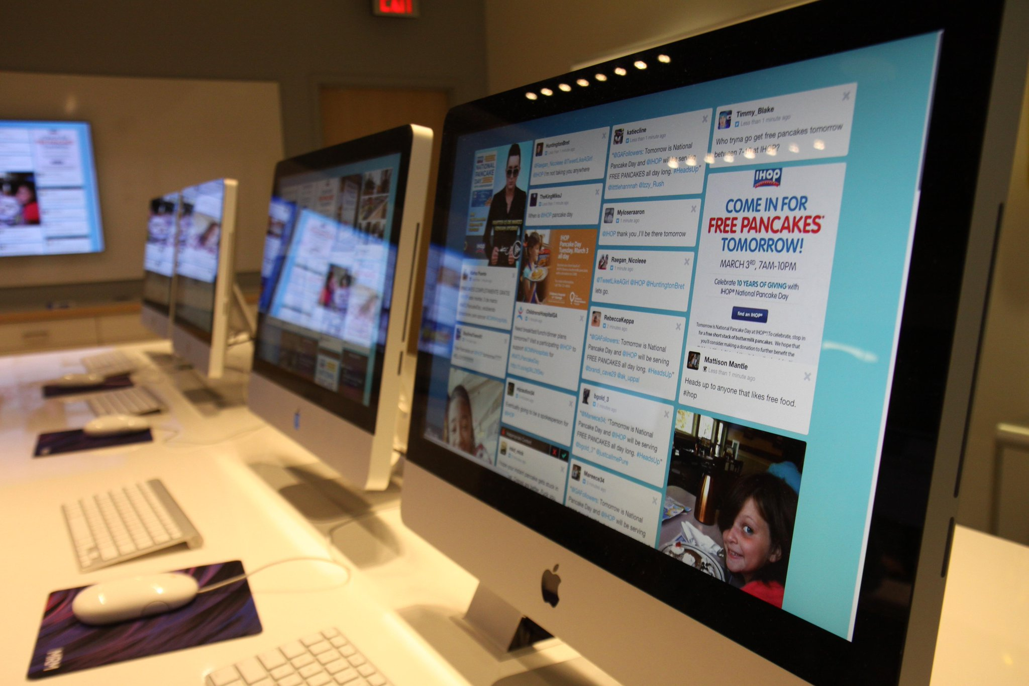 The @IHOP social media newsroom is ready for tomorrow's #NATLPancakeDay celebrations. Are you? http://t.co/6xZGvRLkbg http://t.co/G53Yzeo1zn