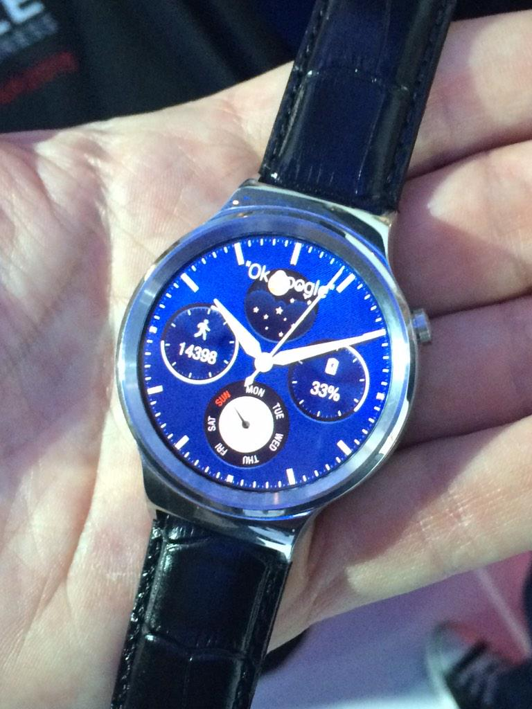 RT @jidesobo: The very cool looking Huawei smart watch. You just swipe the analogue face to reveal notifications etc. nice! #MWC15 http://t…