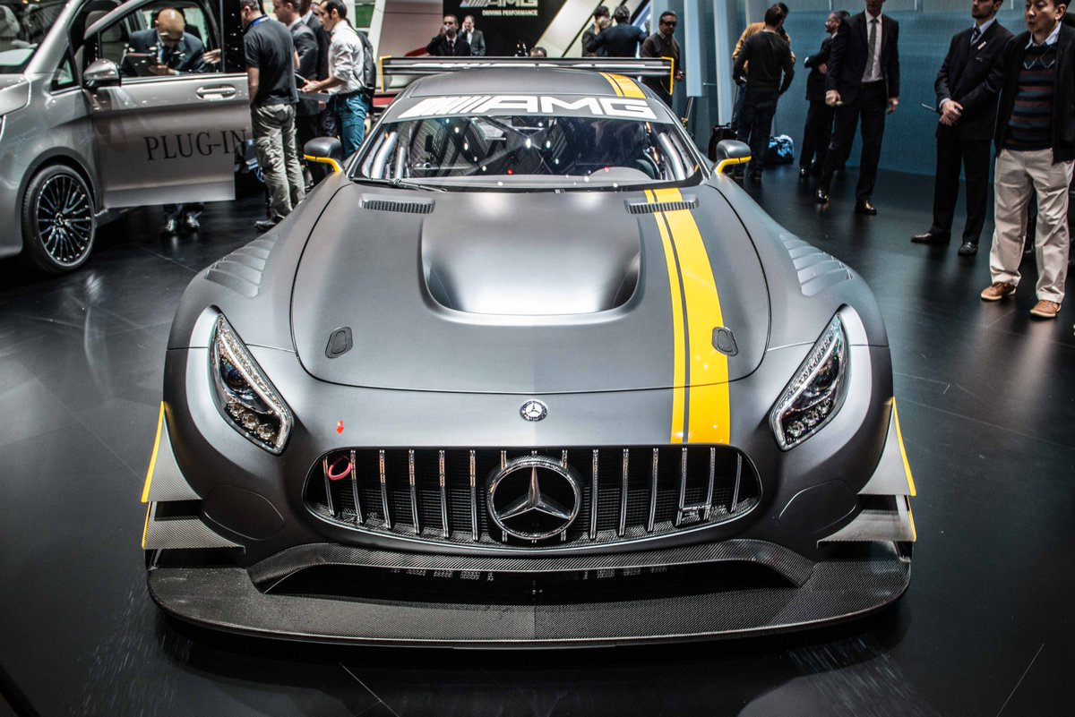 Beware innocent bystander! The Merc AMG GT3 wants to chew  your face off. What a thing. http://t.co/Brc5ijD7t4