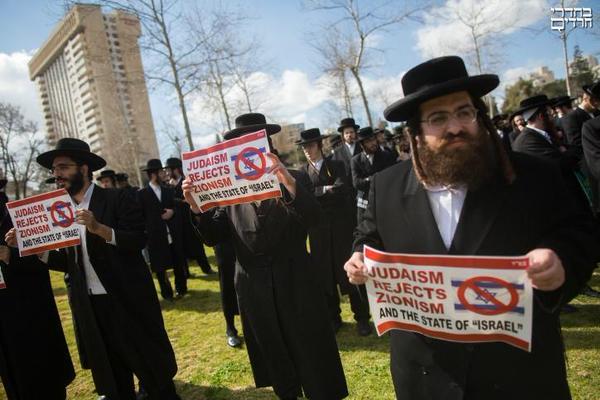 """@TraditionalJews the Chutzpa #NetanyahuSpeech #JewsAgainstZionism #IsraelDoesntSpeakForUs  #BibiDoesntSpeakForMe http://t.co/PjGLBvwEM4"""