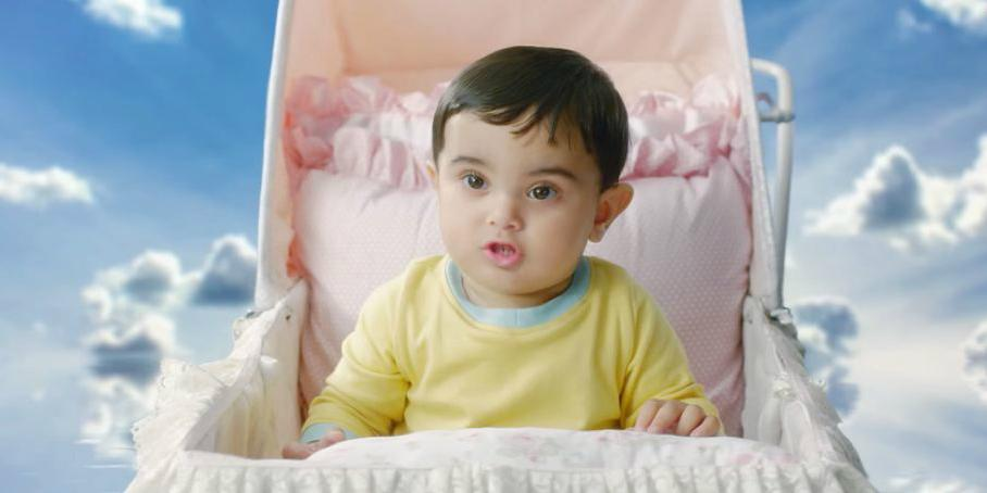 Bizarre Indian telecom video goes viral  http://t.co/gb7Zdqpv1e among the usual Samsung, Google and Old Spice crowd http://t.co/K2hSGfWWOz