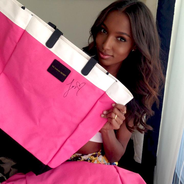 RT @VictoriasSecret: Want a tote signed by @jastookes & @lilyaldridge? Tell us—what are Jas & Lily's fav emojis? 1st 5 correct get it! http…