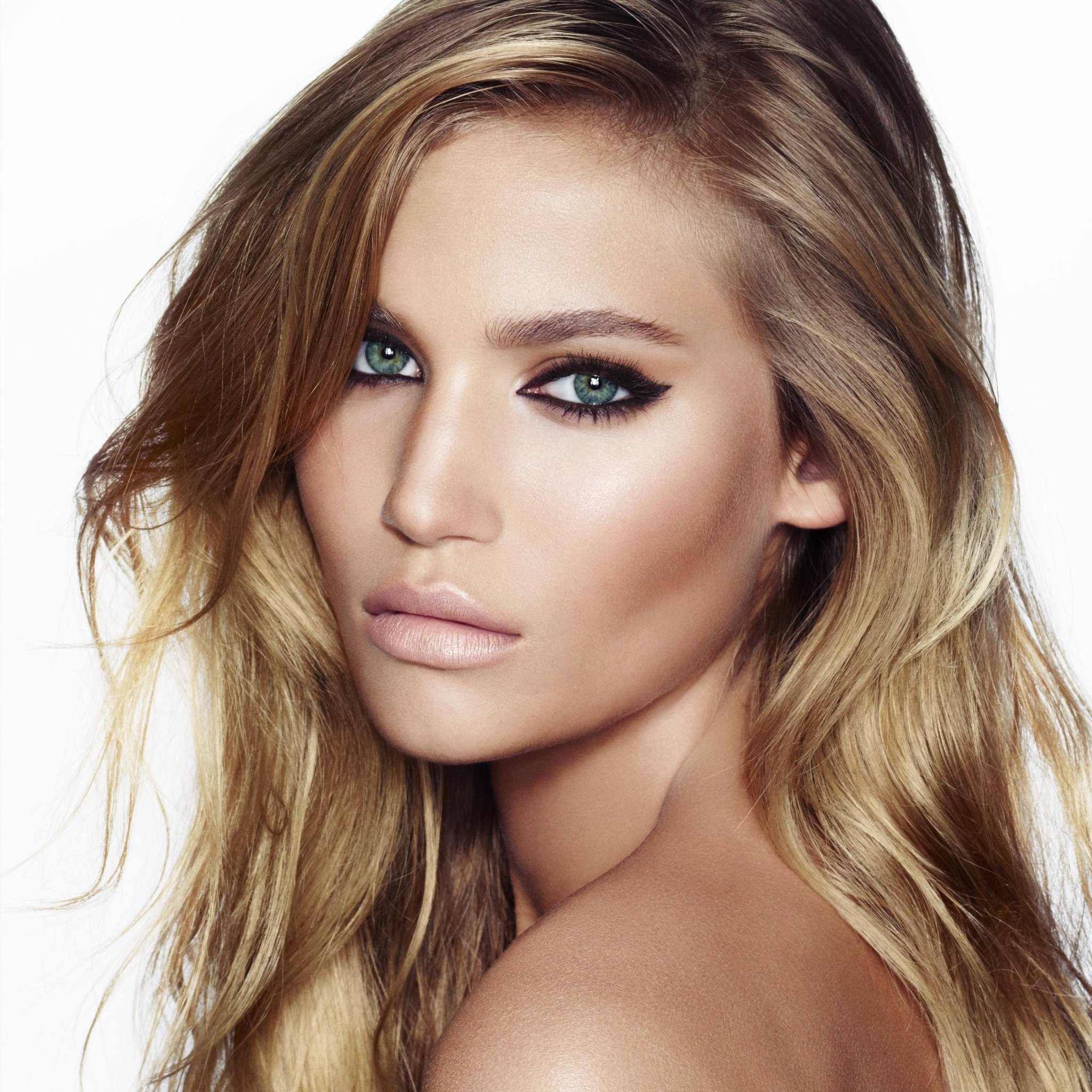 RT @spring: Welcoming @CTilburyMakeup to the Spring family! Your day-to-night beauty look, decoded: http://t.co/hKgcQvmzk9 http://t.co/1qxs…