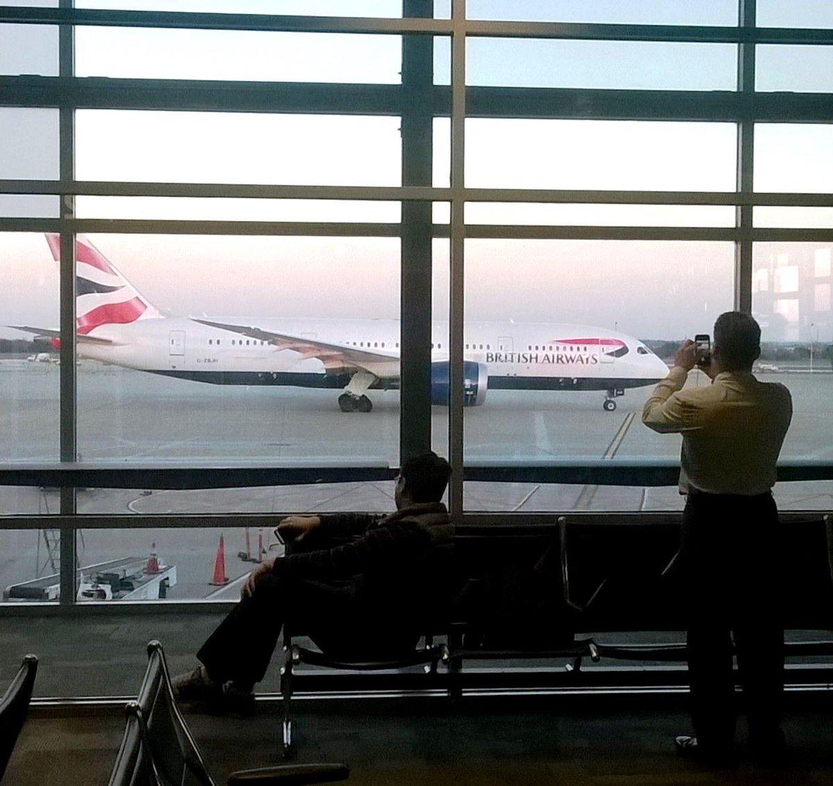 Still turning heads & posing for pics 1 year later! Happy anniversary @British_Airways AUS-@Heathrowairport nonstop! http://t.co/4LlbmwBM0L