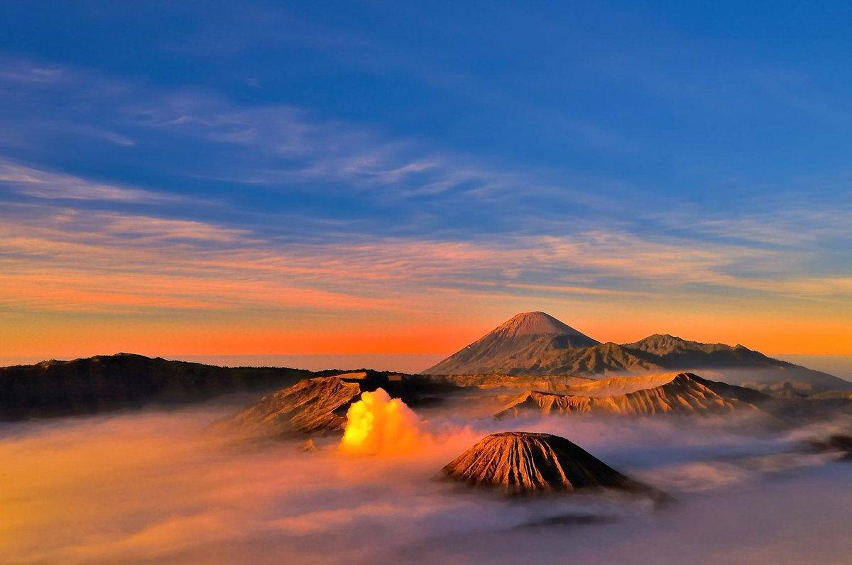 keindahan Gunung bromo di pagi hari ... #Selamatpagi Nusantara , #YukWisata menjelajah Indahnya Indonesia http://t.co/l1wH6Uwzp0