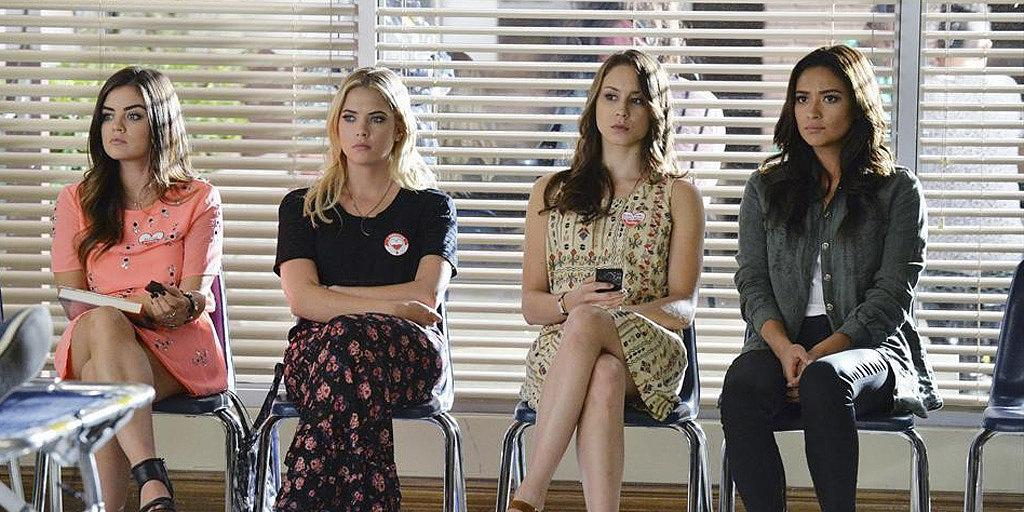 #PLLDay is here! Can't wait to see what the girls are wearing...(cc: @ABCFpll) http://t.co/o8uBAokDzM http://t.co/imOnqP04bm