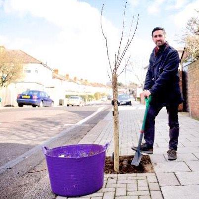 RT @LDN_pressoffice: 20,000th Street Tree planted in Streatham by @mpencharz part of @MayorofLondon green scheme http://t.co/NZfXQuPXPu htt…