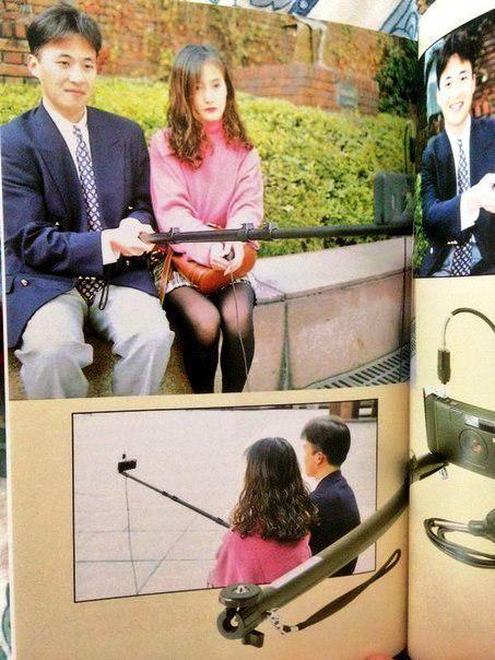 Палка для селфи. Фото в книге 1995 года «Бесполезные японские изобретения». Cрочно нужно покупать эту книгу :) http://t.co/grxuakTGge