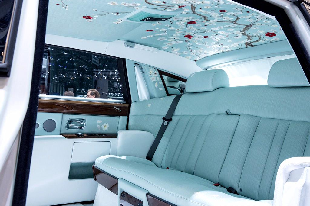 Meet the most relaxing @rollsroycecars sedan ever http://t.co/tnSTitQfzA http://t.co/FGmduc69Jl