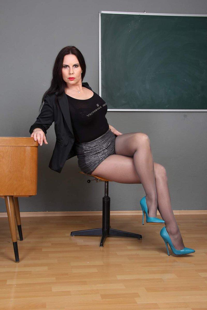 "Gina Queen of Heels on Twitter: ""http://t.co/E2tU9widkQ kisses Gina ...: https://twitter.com/queenofheels/status/573175487847116800"