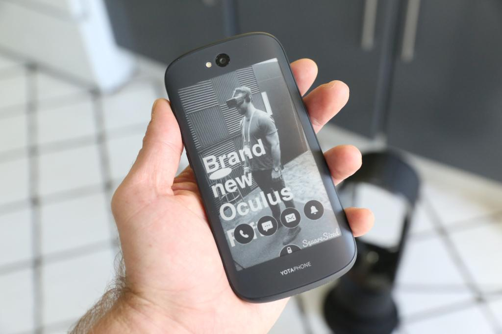 Dual-screen YotaPhone 2 comes to the U.S. this summer via Indiegogo
