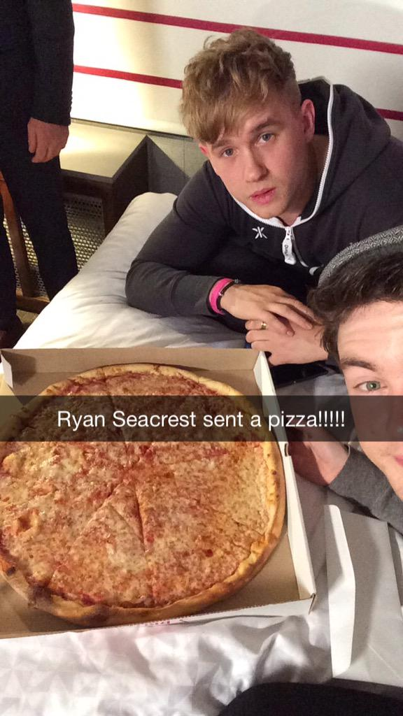 RT @RixtonOfficial: Thanks for the pizza @RyanSeacrest!!! Challenge accepted 🍕 #RixtonHotelAThon http://t.co/U3FcBw20L0