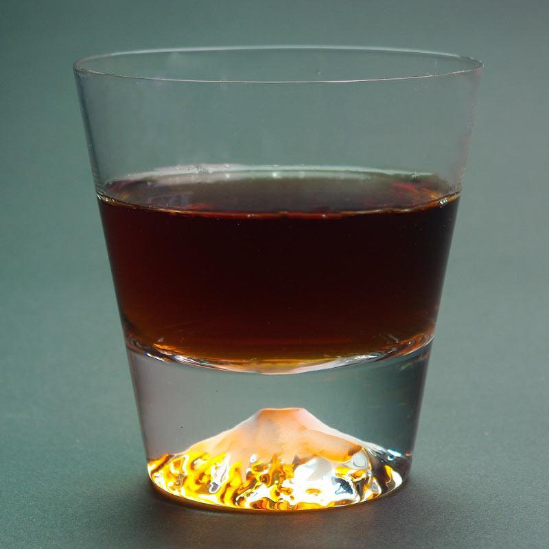 飲み物を注ぐと同色の富士山が出現する江戸硝子のロックグラスの問い合わせが多いので他の飲み物でも写真を撮ろうと思います(^.^)こんな飲み物きれいそーというアイデアあれば是非コメントを♪edomono.jp/shopdetail/000… pic.twitter.com/5O9xo8LWSn