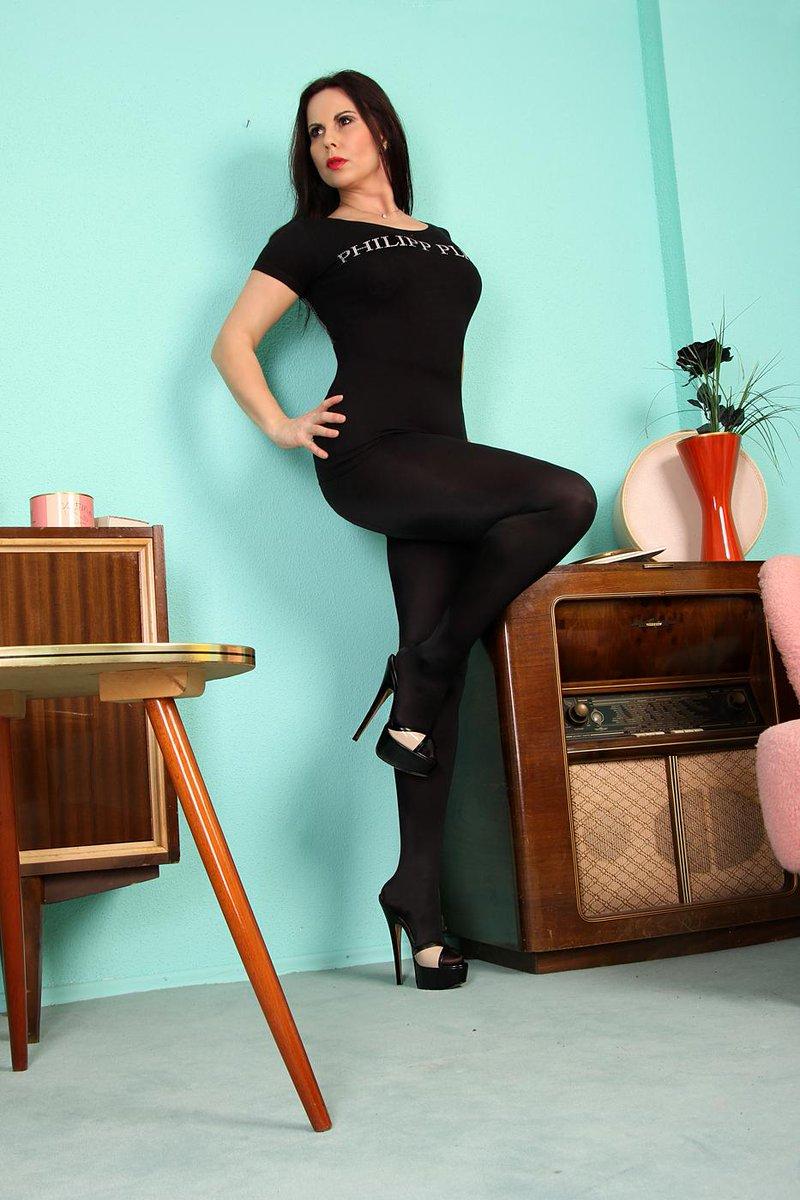 """Gina Queen of Heels on Twitter: """"http://t.co/E2tU9widkQ ;-) #highheels ...: https://twitter.com/queenofheels/status/573429914176786432"""