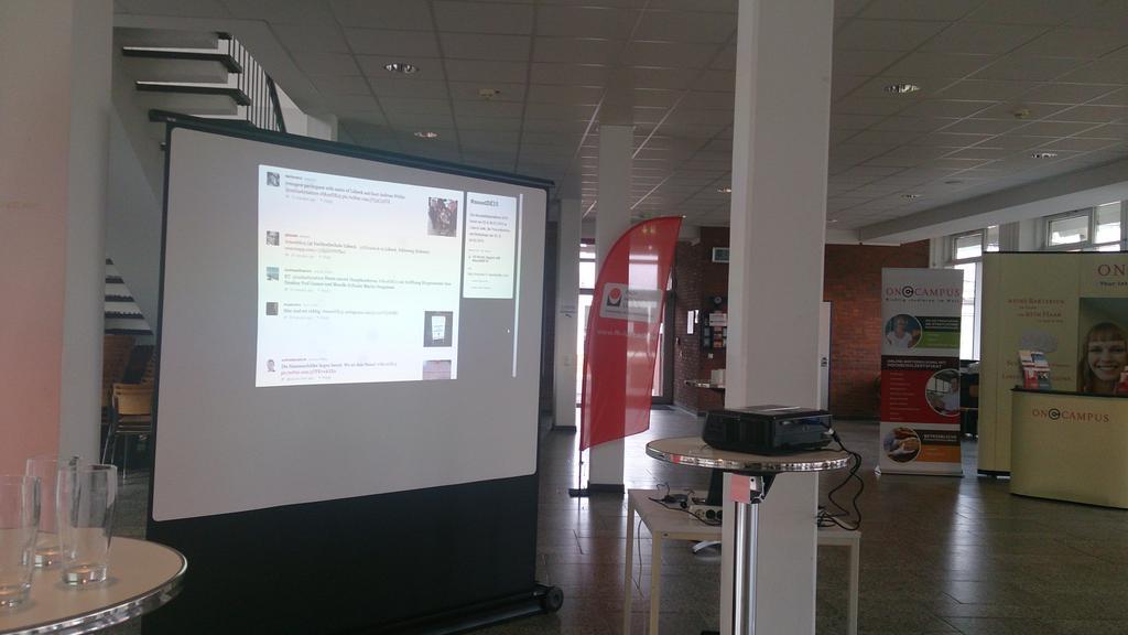 Twitterwall steht auf der #MootDE15 http://t.co/OuNPltm6yX