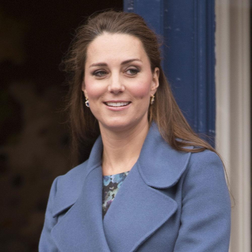 Somebody polish the silver! Kate Middleton's going to Downton Abbey... #DuchessAtDownton http://t.co/vmgpnCADF1 http://t.co/47aTaBq3mw