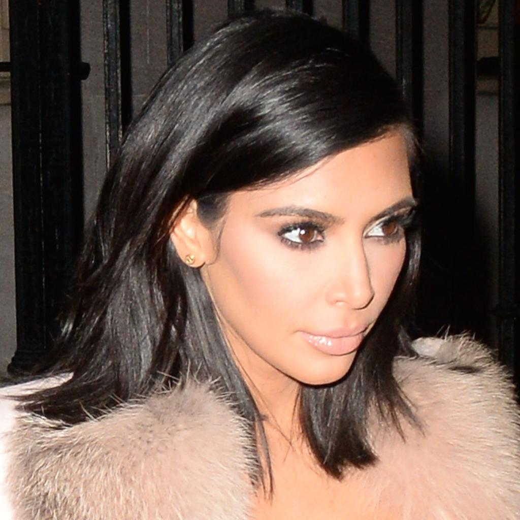 Kim Kardashian just BLEACHED her hair—see her TOTALLY different look here: http://t.co/9U6YFUH4Rn http://t.co/3nPQGVa6Sk