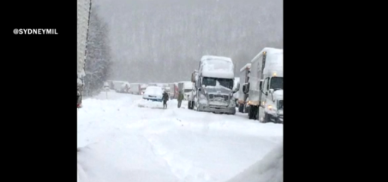 MORE: Drivers stranded on I-65 in Kentucky since around 11 p.m. Wed.; National Guard helping http://t.co/3BILANx4Vj http://t.co/inpkwxiopI