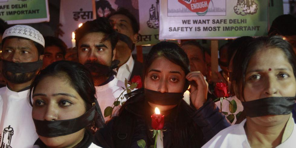 India's Daughter being banned in India is an enormous mistake http://t.co/FEFEv8DKOV http://t.co/OdyP8uY5Qh