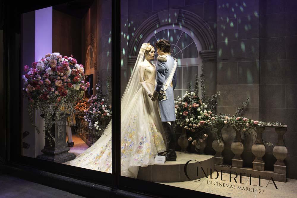 Harrods' celebrates Disney's Cinderella with stunning new window displays http://t.co/I93ZLrqhOL http://t.co/TfrlbFG6AA