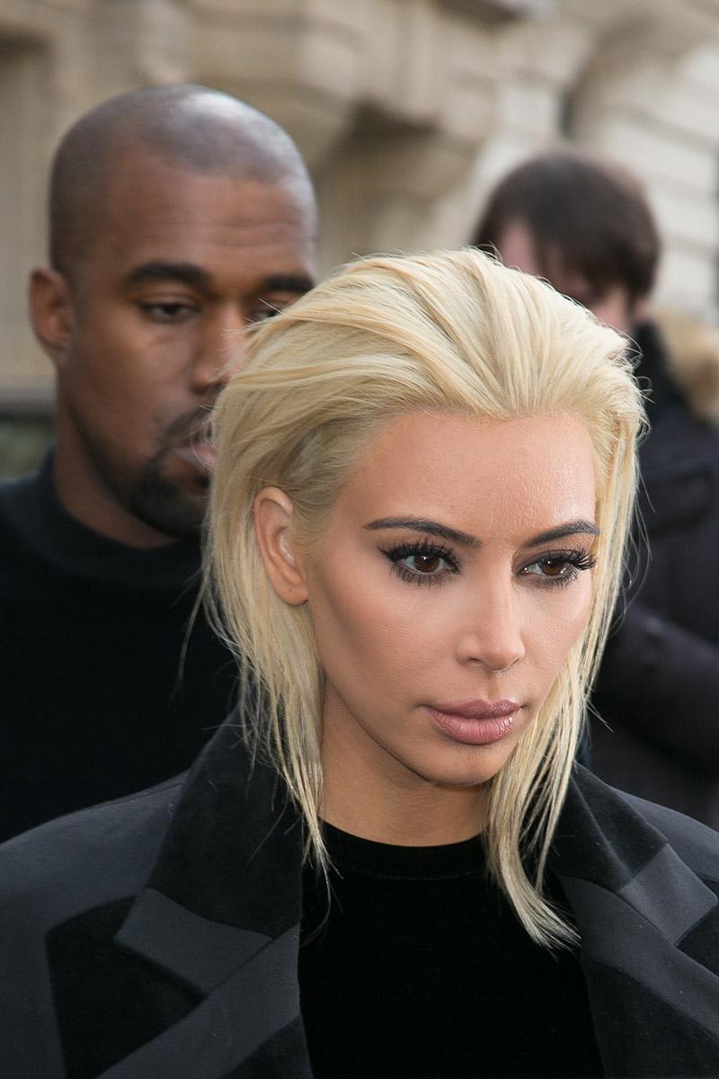El nuevo intento de #KimKardashian para romper internet: su melena rubio-platino-casi-blanco. http://t.co/vJnTKpslGI http://t.co/UO66Eg6gvl