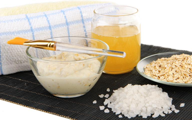 #DIY your own face mask with natural ingredients straight from your kitchen: http://t.co/OYtMZdIUio http://t.co/8ayk0DzaKj