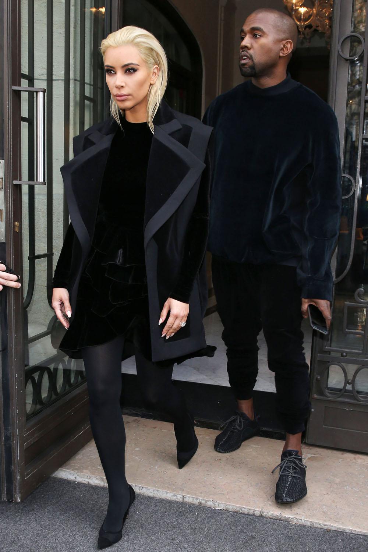 Just in: Kim Kardashian unveils a new blonde bob at Paris Fashion Week http://t.co/sL3ZAQZ25f http://t.co/m3yBq14UW2