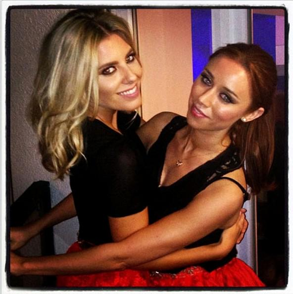 Umm... Guess which of The Saturdays girls has just gone BRUNETTE?! Wow: http://t.co/bSJaYozcdj http://t.co/CXUA6RYtdJ