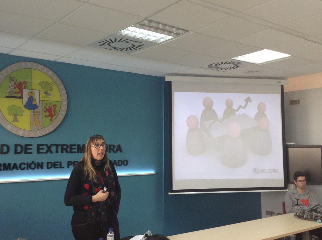 """Videojuegos Peligrosamente Educativos"" a cargo de Maria Rosa Fernandez Sanchez #VJunex @rosafersan http://t.co/pyF9LfNaL9"