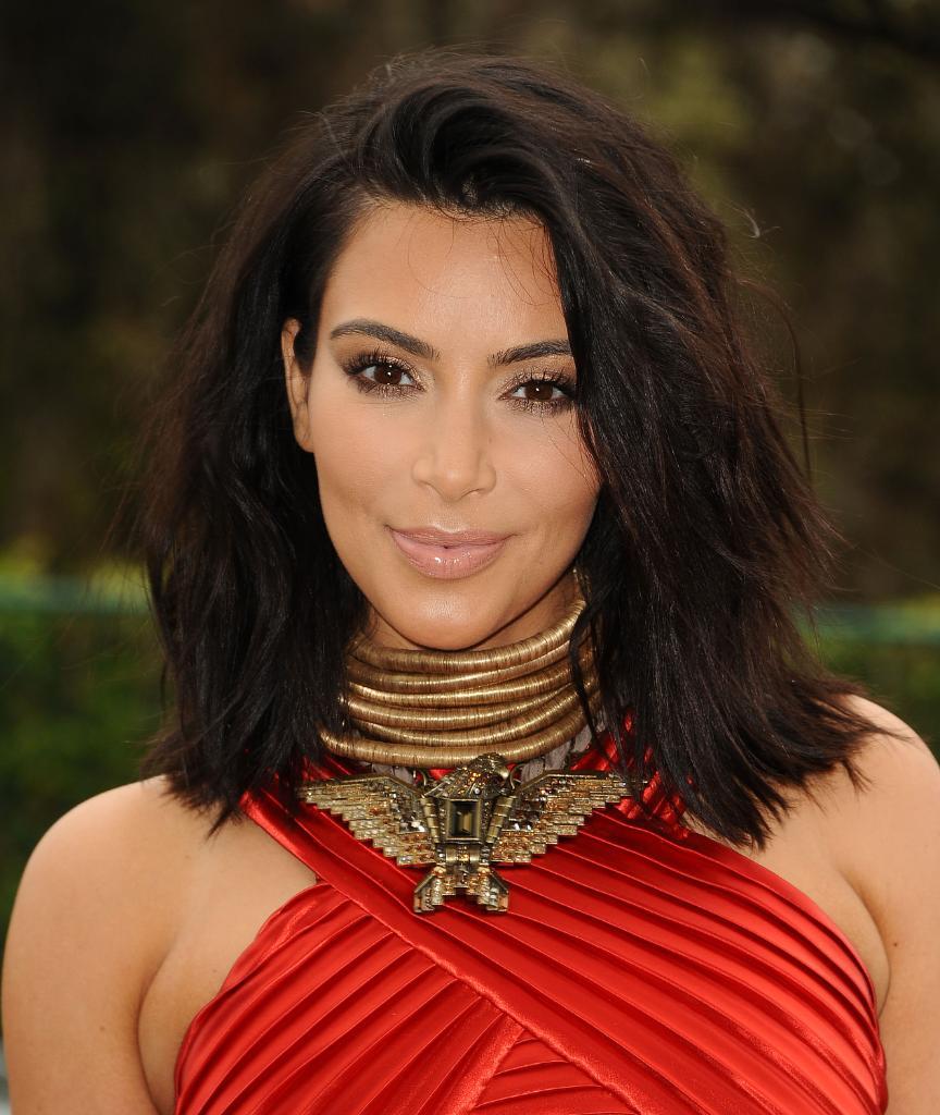 Your FIRST look at Kim Kardashian's BLEACH blonde hair: http://t.co/tMq17gKcKo http://t.co/5TunB5G9vr