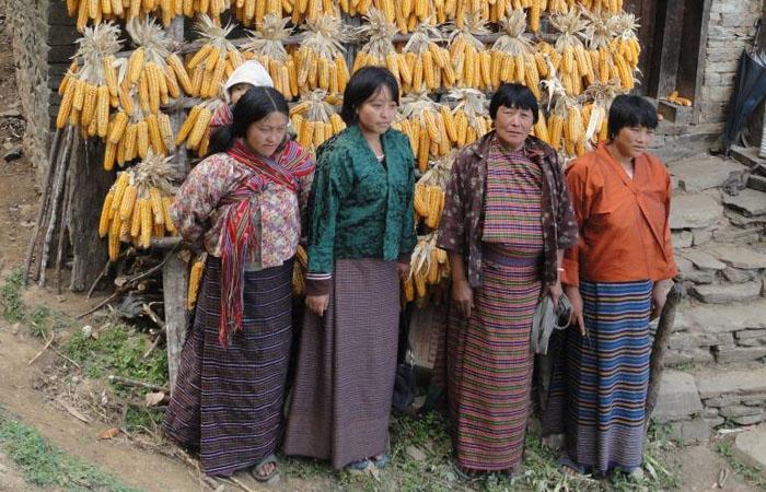 #Pictureit! Women in Eastern #Bhutan keep bunches of maize 4 #food & seed http://t.co/usF9cZyqKT  #IWD2015 @UN_Women http://t.co/OCmlDPwy04
