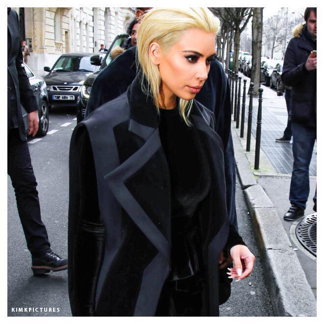 RT @Missalamodeuk: Kim Kardashian has arrived at @Balmain and has dyed her hair platinum blonde http://t.co/arlmfSAVUr