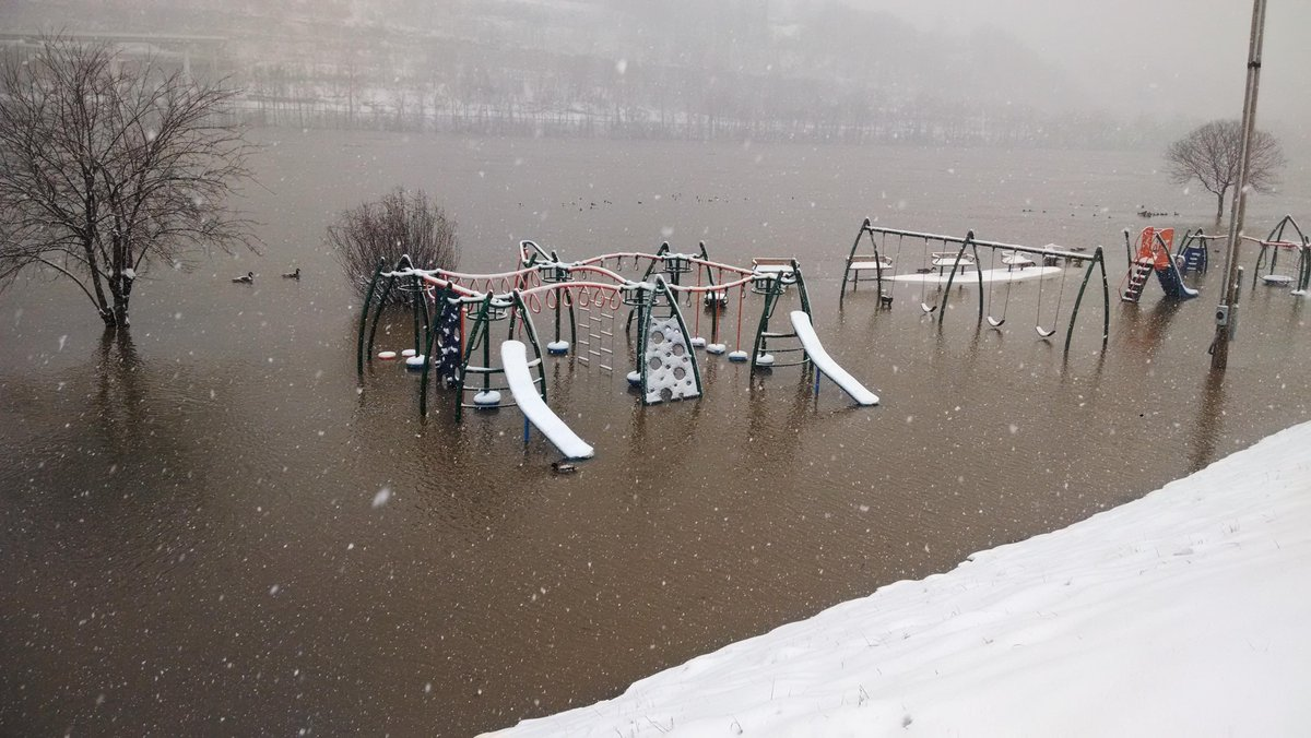 A live look at Magic Island via @mattsnyderWCHS #EyewitnessWV http://t.co/4NEa9kdxWi