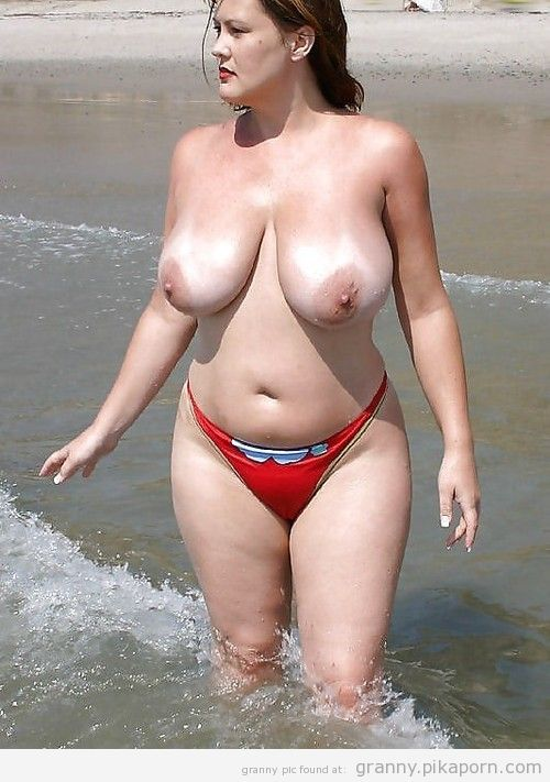 Fkk milf with bouncing saggy tits