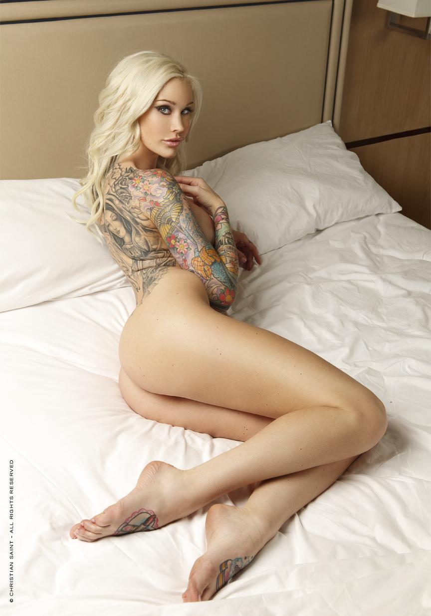 hot tatooed girls naked