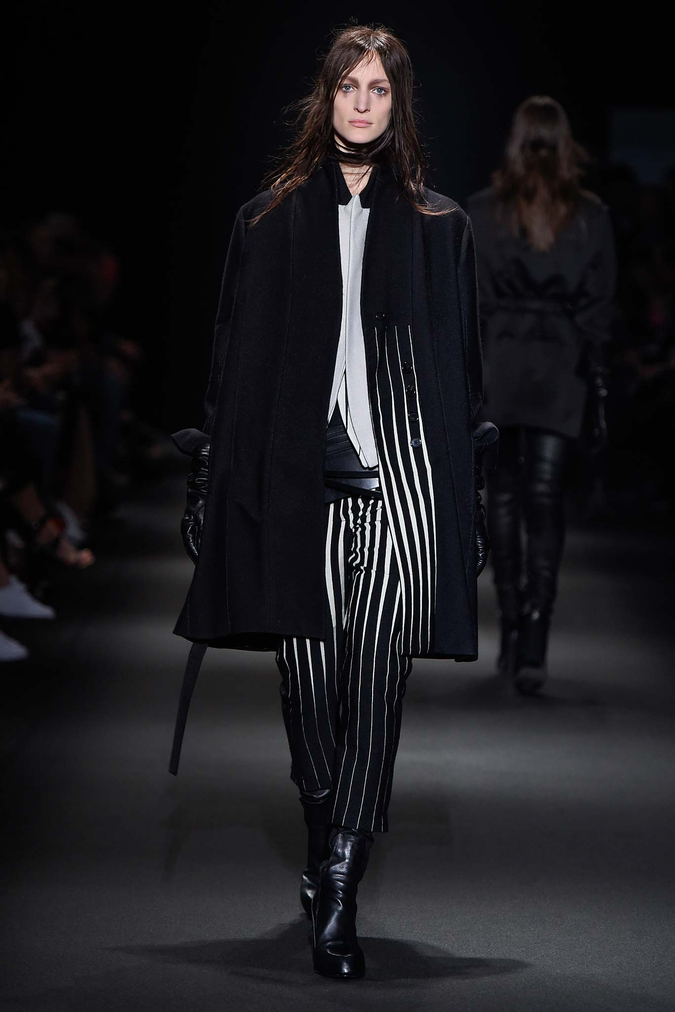 Complete runway photos from Ann Demeulemeester Fall '15 are here: http://t.co/TpMzoK70lN #PFW http://t.co/OymNRO8gsB