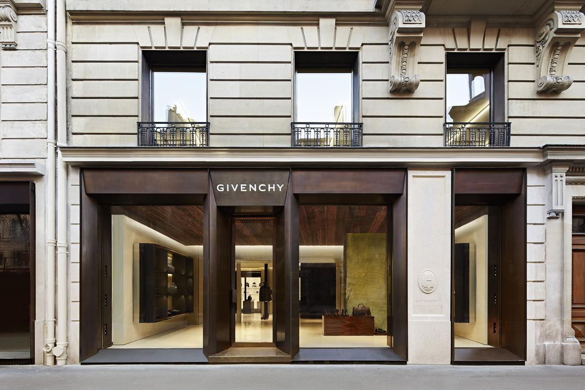 NEW #GIVENCHY STORE IN LE MARAIS PARIS, FRANCE, DEDICATED TO MEN'S READY-TO-WEAR AND ACCESSORIES http://t.co/3tfdNLNZO8