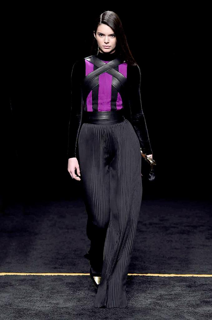 See all 50 looks from today's @Balmain Paris Fashion Week show http://t.co/LBRfV0wbSI #PFW http://t.co/SXYAGQvbNE