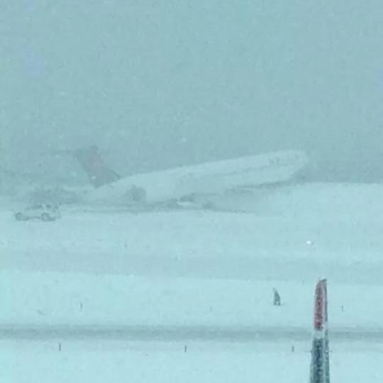 """@NYCAviation: BREAKING: Delta MD-80 off the runway at #LGA. #breaking http://t.co/kv6L1dxoZg""-->Just what I wanna see as I'm about to board"