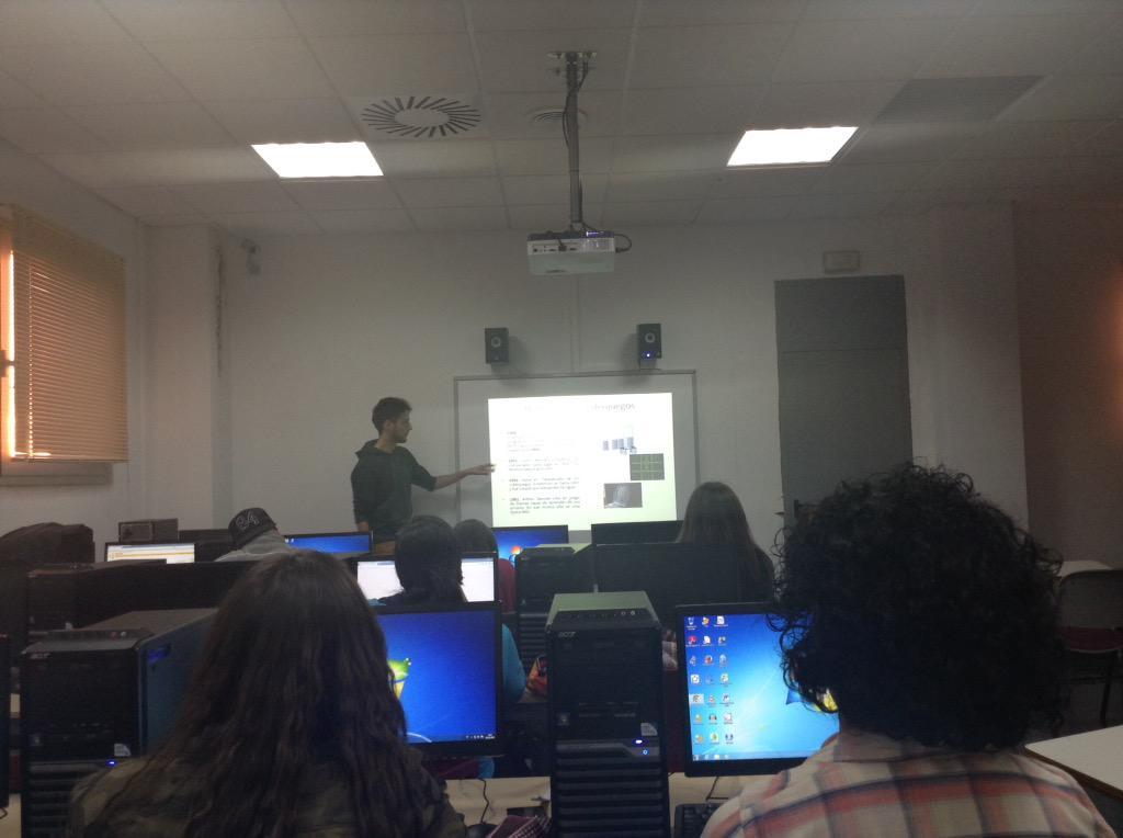 Taller d realización de videojuegos en #VJunex a cargo de @joguerraa  #gaming #edutainment #gamedesign http://t.co/NvcutHfgAv