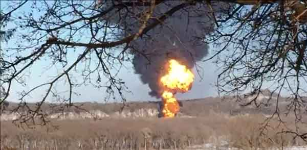 Brad Johnson @climatebrad BOOM: 103-car oil train derails near Galena, Illinois. http://www.kwwl.com/story/28274534/2015/03/05/developing-train-derails-near-galena-crude-oil-burning … #extremeenergy