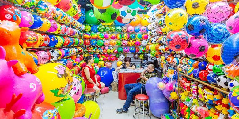 Photographer Captures The Dazzling Multicolored Goods For Sale At China's Largest Marketplace http://t.co/deGn5p0xUS http://t.co/7jbFfVaTmT