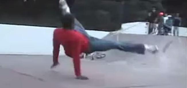 You have to see Ad Age 40 Under 40 Lavall Chichester of @LoweProfero in his breakdancing video http://t.co/yjmrPdwswv http://t.co/ExFFlTLaFO