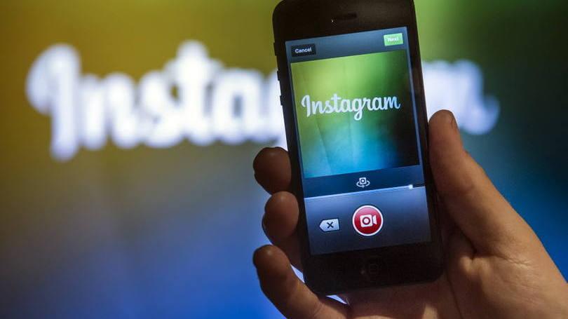 """#Instagram lança novo recurso de anúncios em """"carrossel"""" e botão de """"saiba mais"""": http://t.co/blfmtOZq8J http://t.co/vny8UweH5z"""