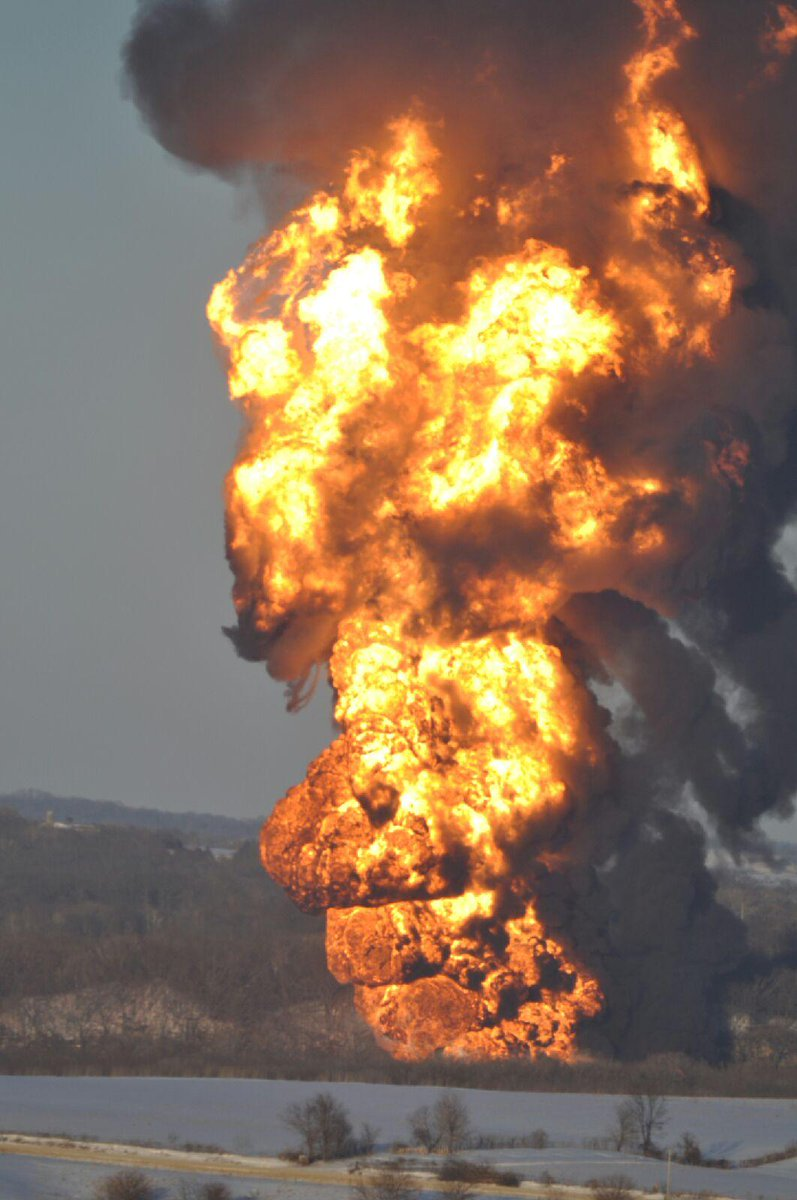 Interesting... 2 tanker fires happened today B_XzT1XWwAAE1J6